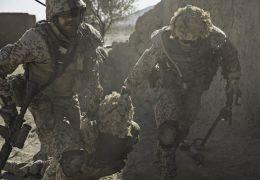 A War - Nach einem Angriff der Taliban zieht Claus...inie.