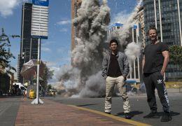 Mile 22 - Regisseur Peter Berg und Hauptdarsteller...n Set
