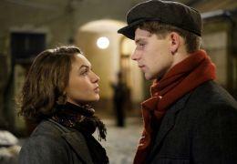 Der Trafikant - Anezka (Emma Drogunova), Franz (Simon...orzé)