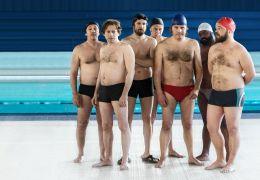 Ein Becken voller Männer - Synchronschwimmer unter...n.r.)