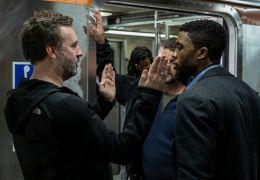 21 Bridges - Regisseur Brian Kirk (links) mit seinem...seman