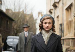 Geheimnis eines Lebens - Joan (Sophie Cookson) hat...reden