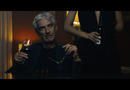 Tal der Skorpione - Mathieu Carrière als DER BILLIONÄR