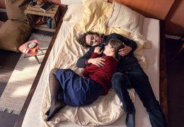 Zwischen uns die Mauer - Philipp (Tim Bülow) und Anna...Bett