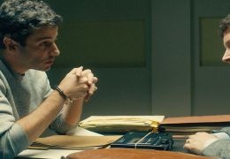 Ted Bundy: No Man Of God - Luke Kirby (Ted Bundy) und...aier)