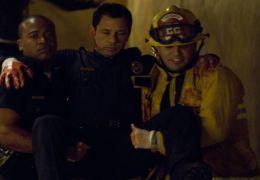 Der verletzte Cop (ANDREW FISCELLA) wird von seinem...acht.