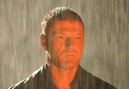 John Ryder alias The Hitcher (SEAN BEAN) taucht wie...m Film
