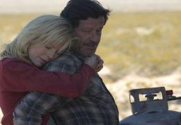 Joaquim de Almeida und Kim Basinger in 'The Burning Plain'
