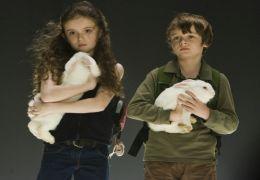 Abby (Lara Robinson) und Caleb (Chandler Canterbury)