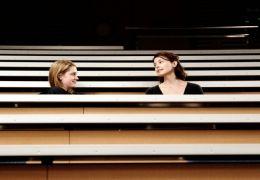Helen (Ashley Judd) und Mathilda (Lauren Lee Smith)...rsaal