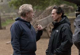 Robin Hood - (L to R) Director/producer RIDLEY SCOTT...RAZER