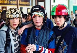 Lance (Hunter Parrish), Russell (Evan Peters), und...nter)