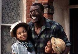 Dennis Samuels (Delroy Lindo) mit seinen Töchtern...inks)