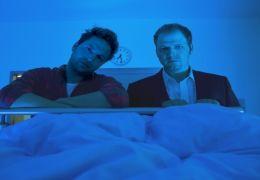 Paul (Mario Barth) und Hotte (Dieter Tappert) stehen...bei.