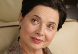 Late Bloomers - Mary (Isabella Rossellini) lächelt.
