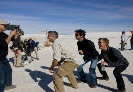 Männer die auf Ziegen starren - Kameramann Robert...roben
