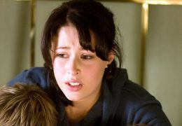 Amanda Crew, Sophi Knight und Ty Wood in 'Das Haus...onen'