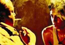 Dev Patel und Saurabh Shukla in 'Slumdog Millionär'
