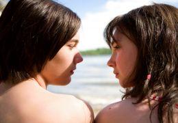 Mr. Nobody - Der 15jährige Nemo (Toby Regbo) und Anna...mple)