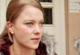 Steffi (Karoline Schuch) diskutiert mit Nadine...stadt