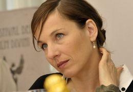 Helena (Meret Becker) fragt sich, ob sie ihren Mann...lang'