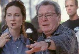 Alan Parker mit Laura Linney, bei den Dreharbeiten zu...Gale'