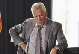 White House Down - James Woods ('Agent Walker') in...DOWN.