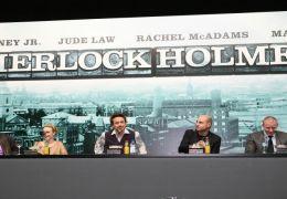 vlnr Joel Silver, Rachel McAdams, Robert Downey Jr.,...inski