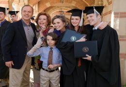 Walter Malby (Michael Keaton), Grandma Maureen (Carol...Grad'