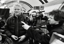 Das Produktionsteam um Regisseur Roger Donaldson